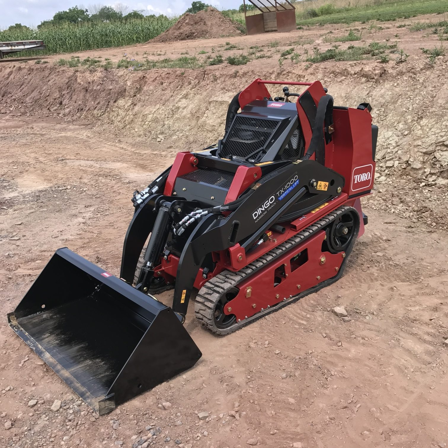 toro-dingo-walk-behind-skid-loader3JPG